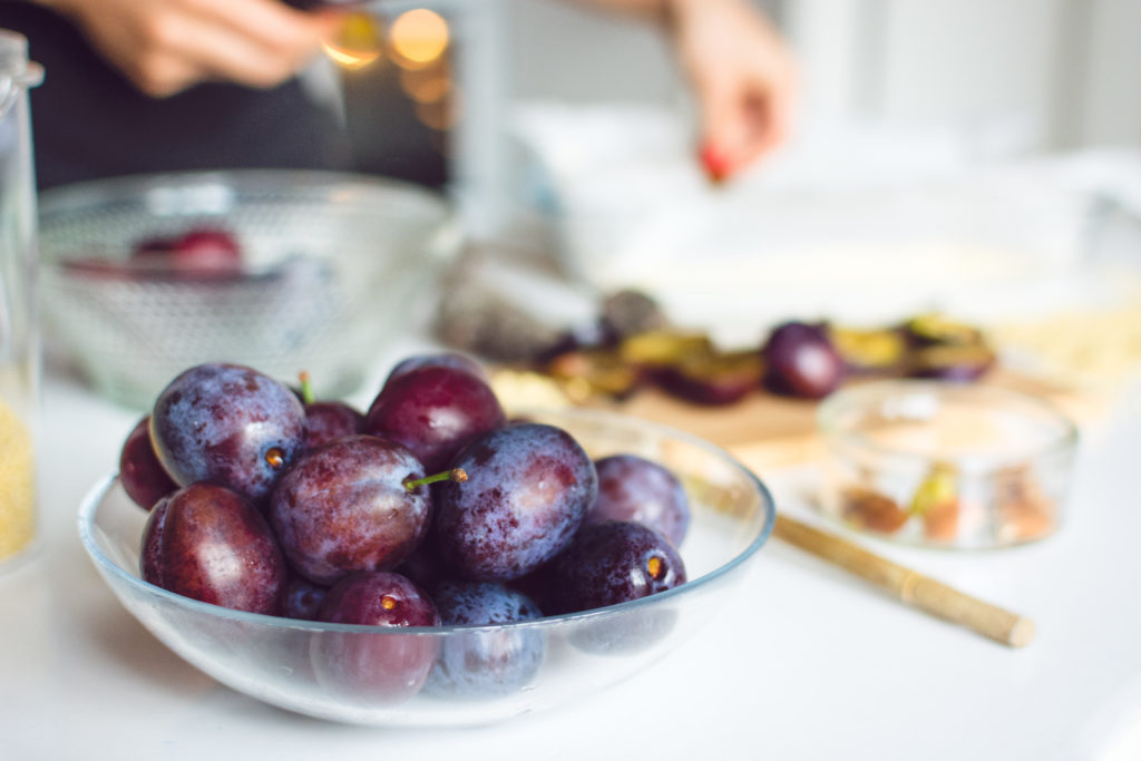 foodiesfeed-com__plums-ready-for-cake